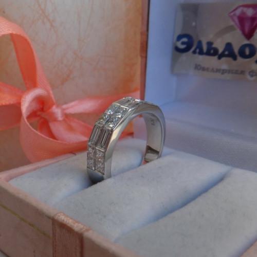 """Кольцо из белого золота с алмазами """"Принцесса"""" и """"Багет"""""""