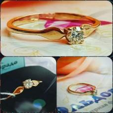 Классическое помолвочное золотое кольцо с большим бриллиантом
