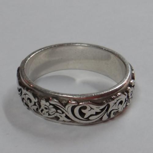 Кольцо из белого золота с узором
