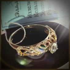 Кольцо из комбинированного золота с крупным бриллиантом