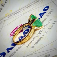 Кольцо из жёлтого золота с изумрудом unhyped и бриллиантами