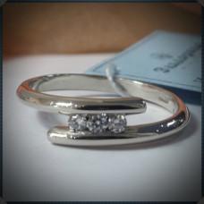 Классическое кольцо с дорожкой бриллиантов