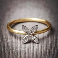 Кольцо 'Цветочек' из комбинированного золота с бриллиантами