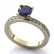 Кольцо из белого золота с бриллиантами и сапфирами..