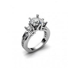 Кольцо из белого золота с  бриллиантами разных размеров