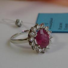 Кольцо из белого золота с натуральным рубином и бриллиантами
