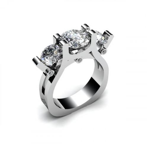 Кольцо из белого золота с тремя крупными бриллиантами
