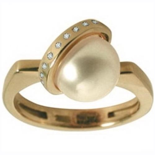 Кольцо из желтого золота с бриллиантами и жемчугом