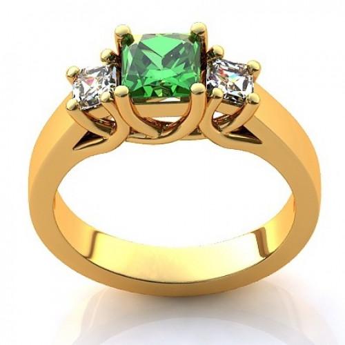 Кольцо из желтого золота с  изумрудом и алмазами