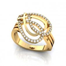 Кольцо из желтого золота в виде узора с бриллиантами