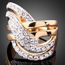 Кольцо из комбинированого золота с бриллиантами