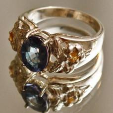 Кольцо из красного золота c сапфиром..