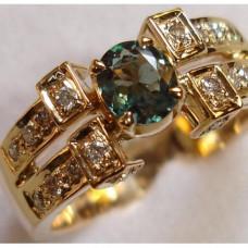 Кольцо из красного золота с бриллиантами и александритом