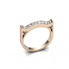 Кольцо из красного золота с бриллиантами в виде цветочка..