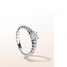 Кольцо помолвочное из белого золота с бриллиантом..