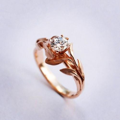 Кольцо помолвочное из красного золота с бриллиантом