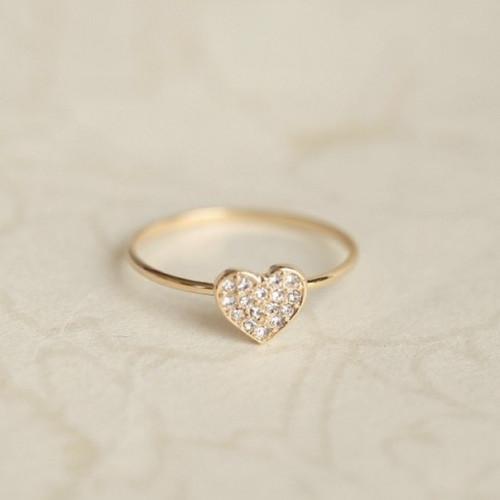 Кольцо 'Сердечко' из желтого золота с бриллиантами
