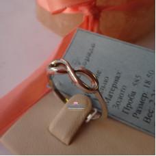 Кольцо восьмерочка или бесконечность из белого золота