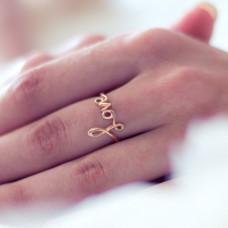 Обручальное кольцо из желтого золота..