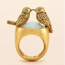 Перстень из желтого золота с изумрудами