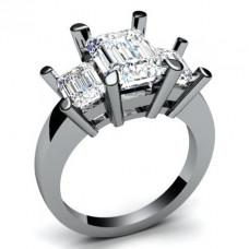Помолвочное кольцо из белого золота с алмазами..