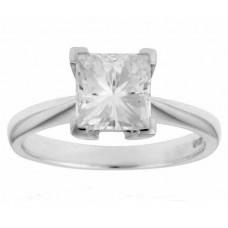 Помолвочное кольцо из белого золота с алмазом..