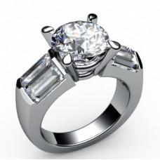 Помолвочное кольцо из белого золота с бриллиантами и алмазами..