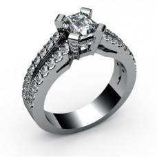 Помолвочное кольцо из белого золота с бриллиантами и алмазом..