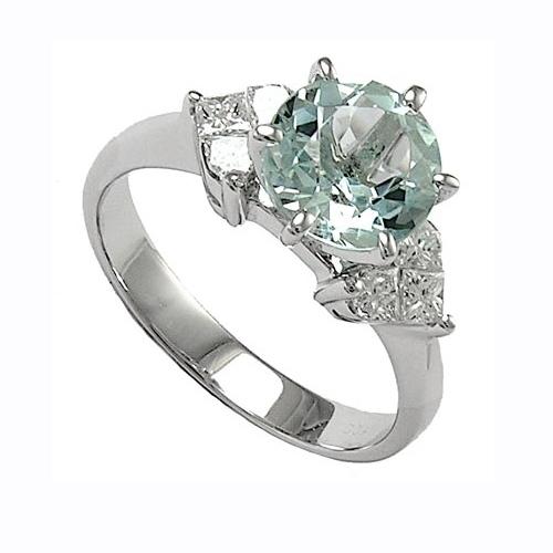 Помолвочное кольцо из белого золота с бриллиантом и алмазами