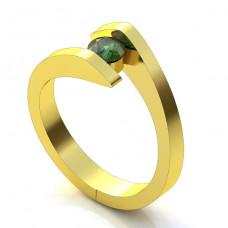 Помолвочное кольцо из желтого золота с изумрудом..