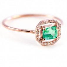 Помолвочное кольцо из красного золота с изумрудом и бриллиантами