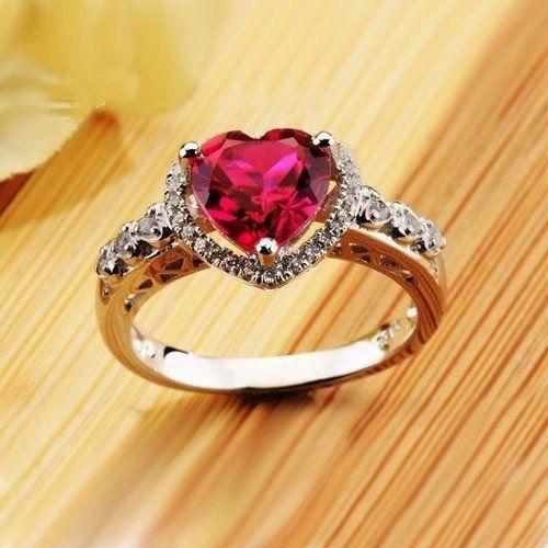 Помолвочное кольцо с рубиновым сердцем из белого золота 750 пробы и бриллиантами