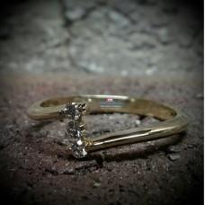 Золотое помолвочное кольцо с дорожкой бриллиантов
